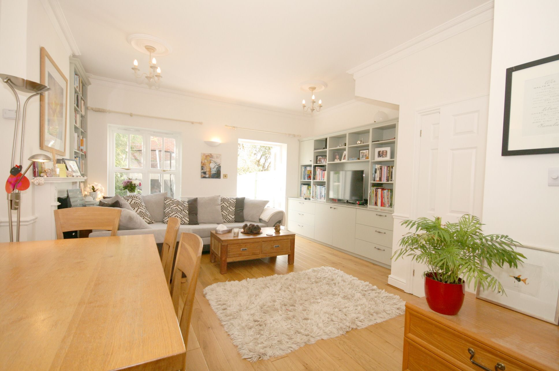 4 Bedroom Mid Terraced House For Sale - Photograph 2
