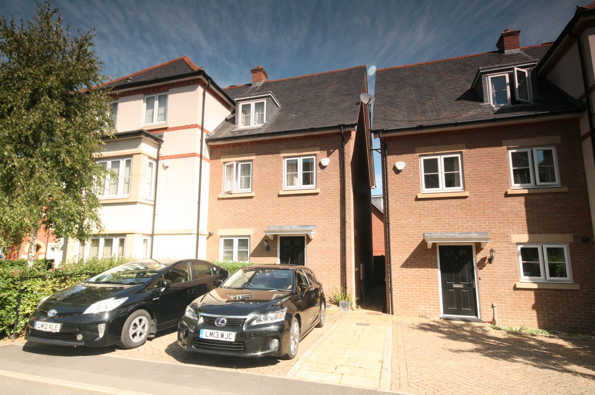 5 Bedroom Town House To Rent - Photograph 1