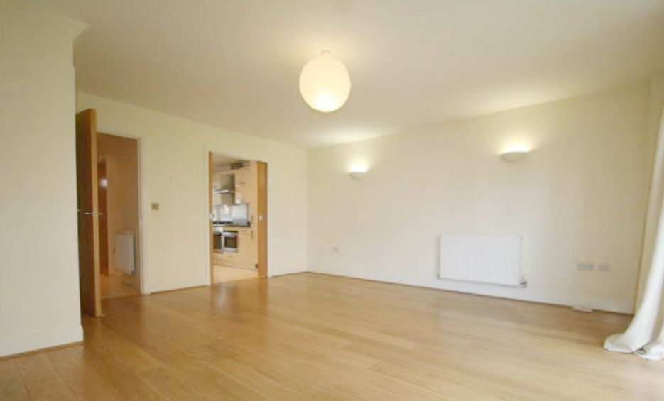 5 Bedroom Town House To Rent - Photograph 4