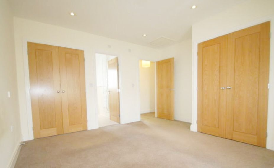 5 Bedroom Town House To Rent - Photograph 6