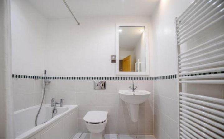 5 Bedroom Town House To Rent - Photograph 8