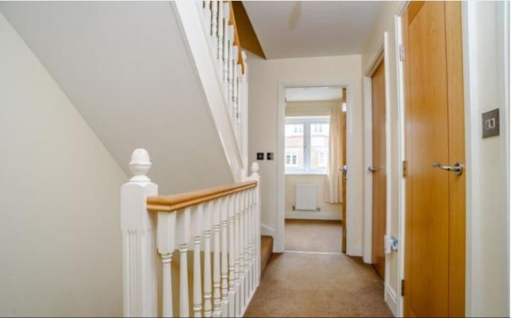 5 Bedroom Town House To Rent - Photograph 5