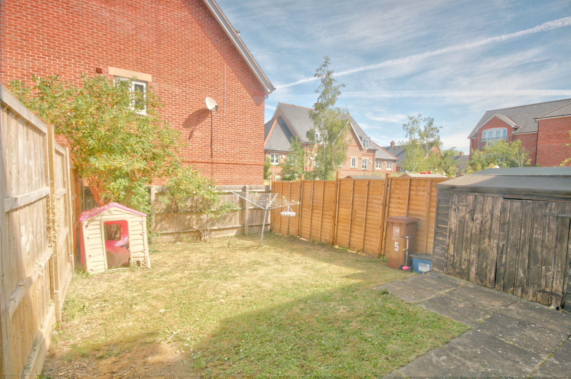 5 Bedroom Town House To Rent - Photograph 9