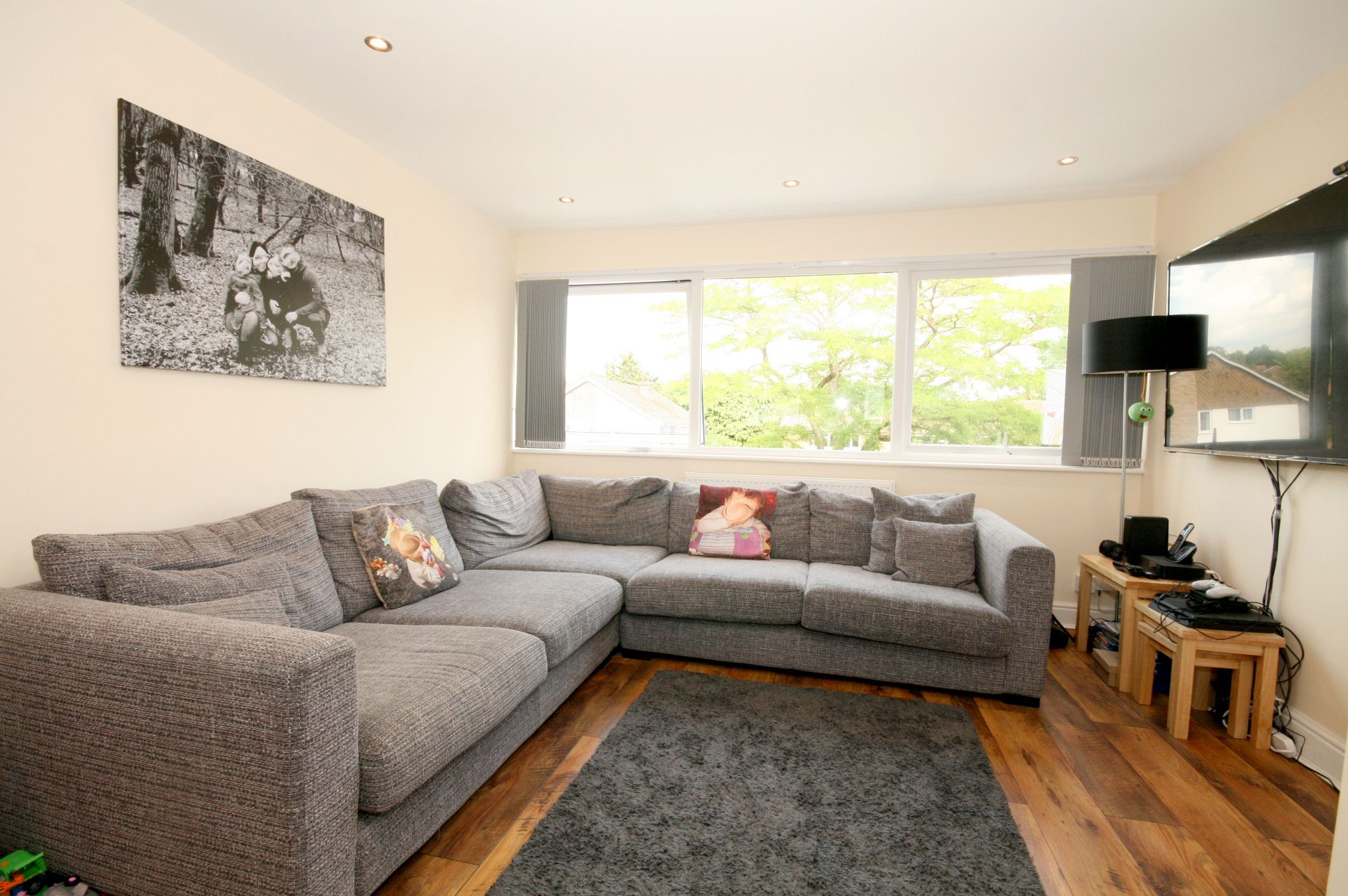 4 Bedroom Town House For Sale - Photograph 2