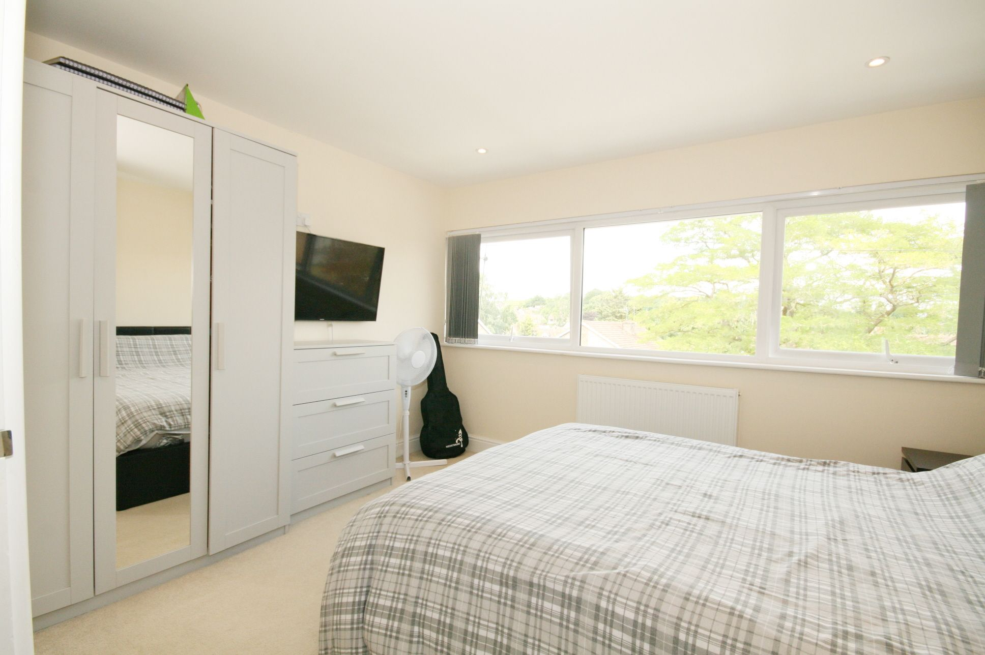 4 Bedroom Town House For Sale - Photograph 4