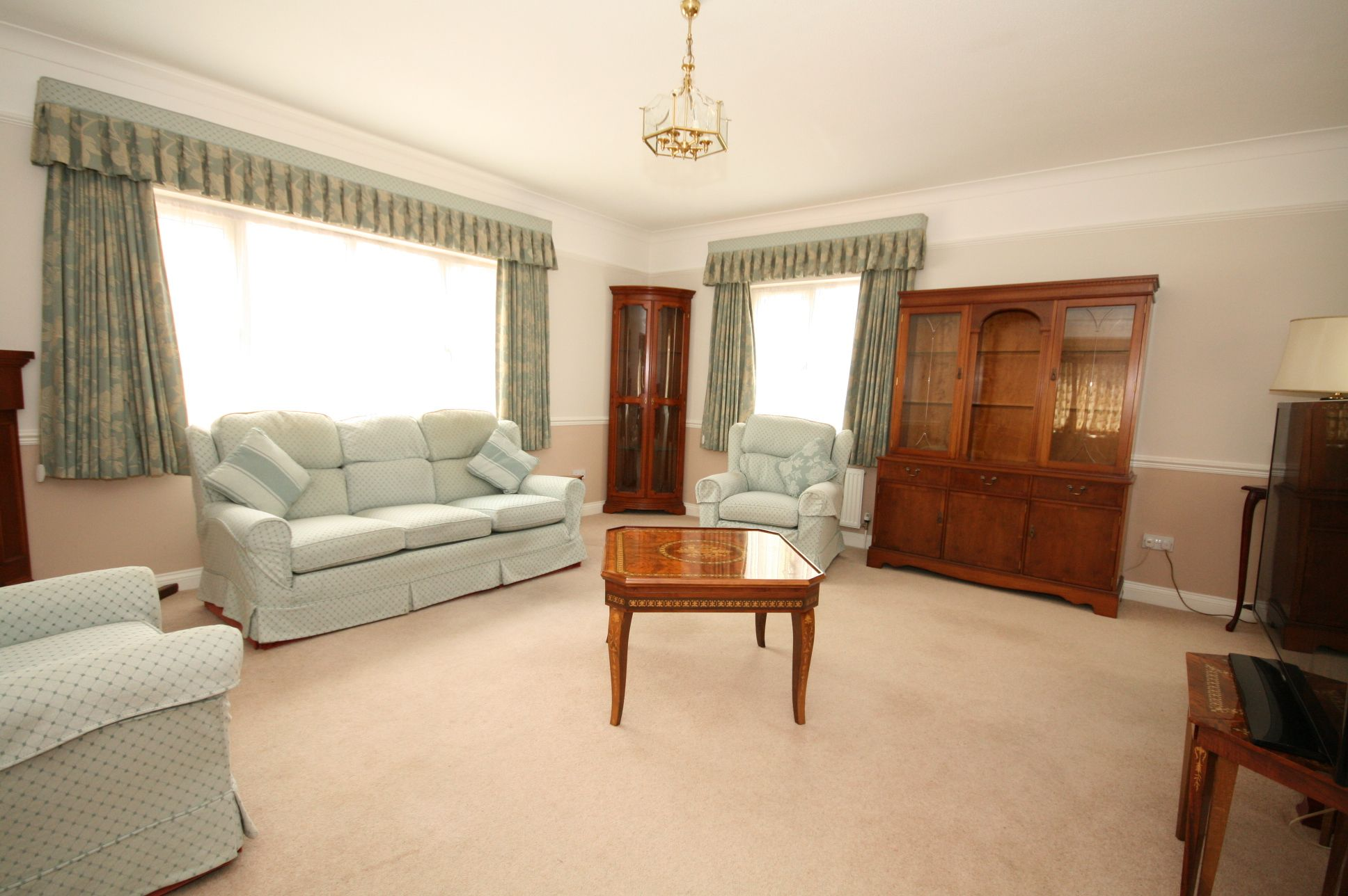 2 Bedroom Detached Bungalow For Sale - Photograph 4