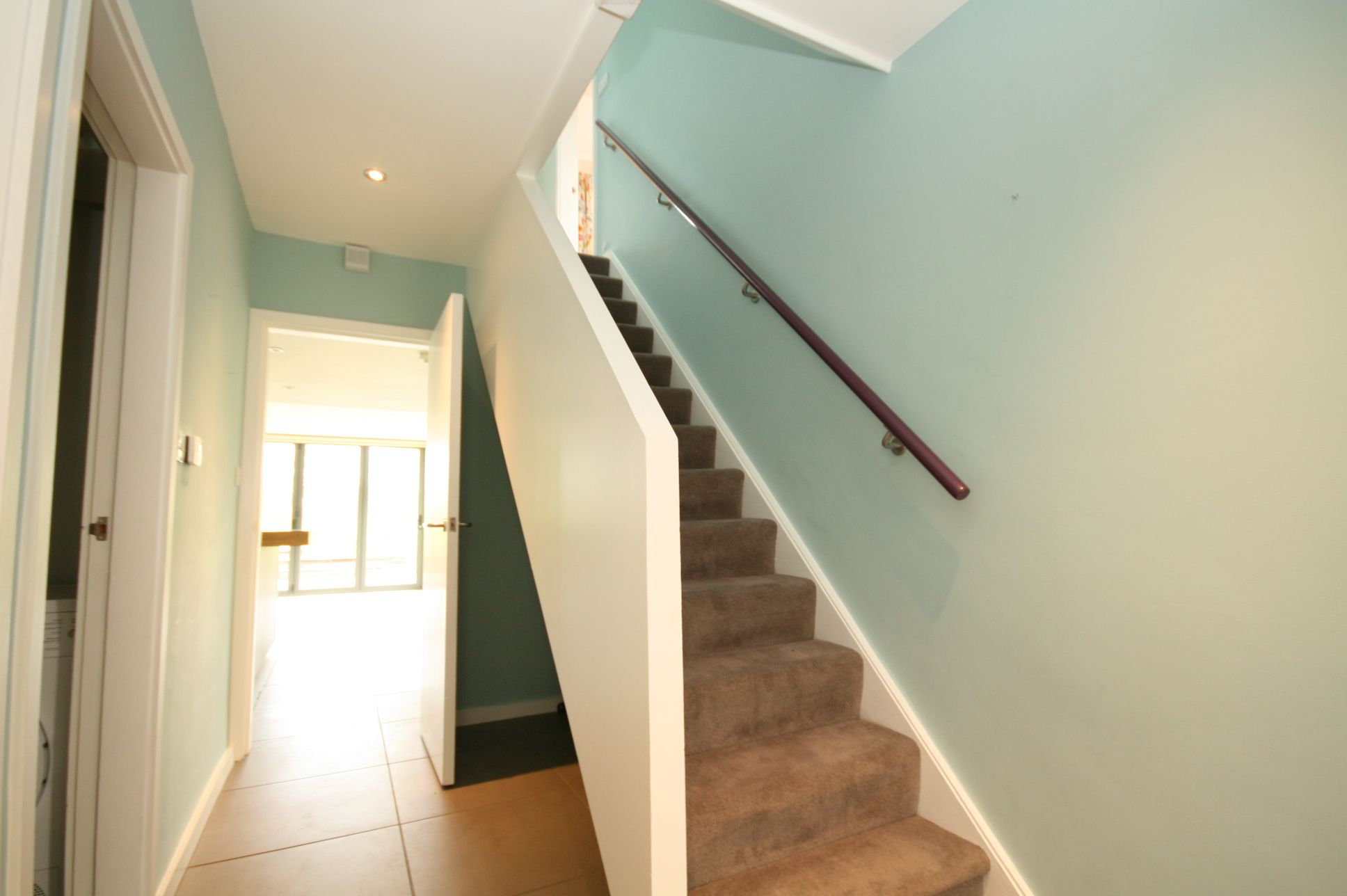 5 Bedroom Detached House To Rent - Photograph 2