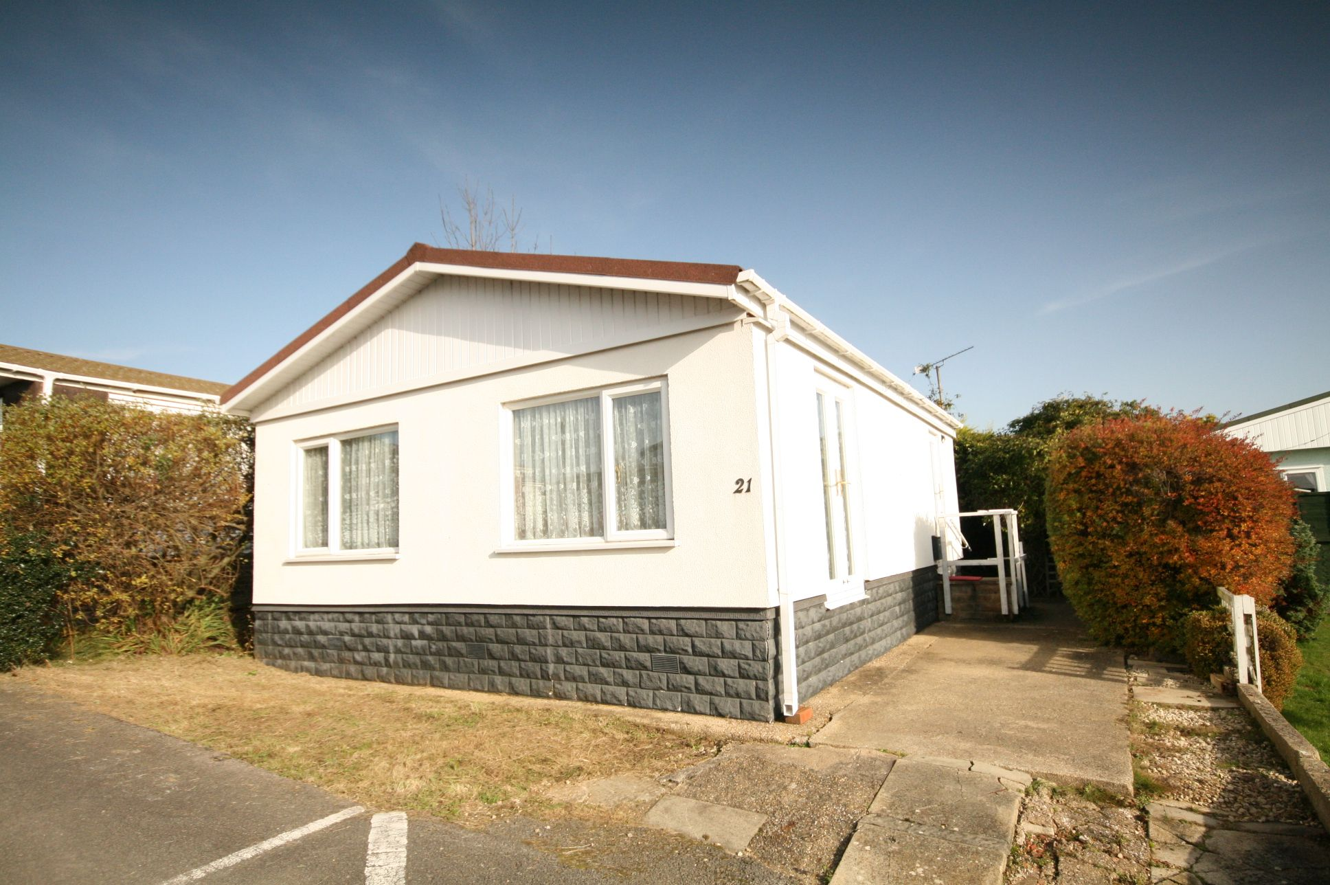 2 Bedroom Park Home House For Sale - Photograph 1