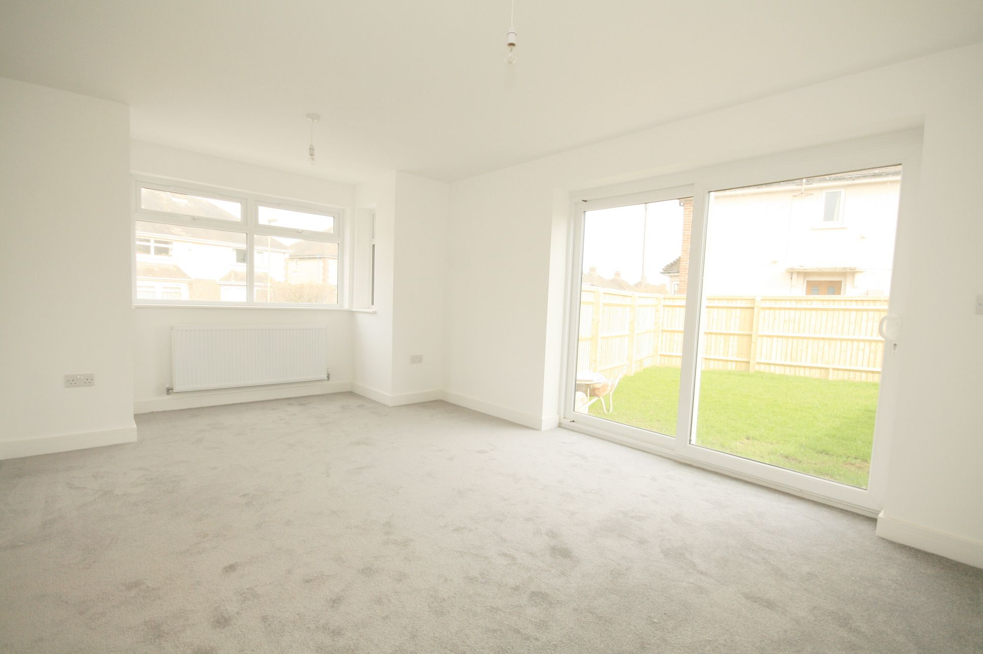 2 Bedroom Detached House For Sale - Photograph 4