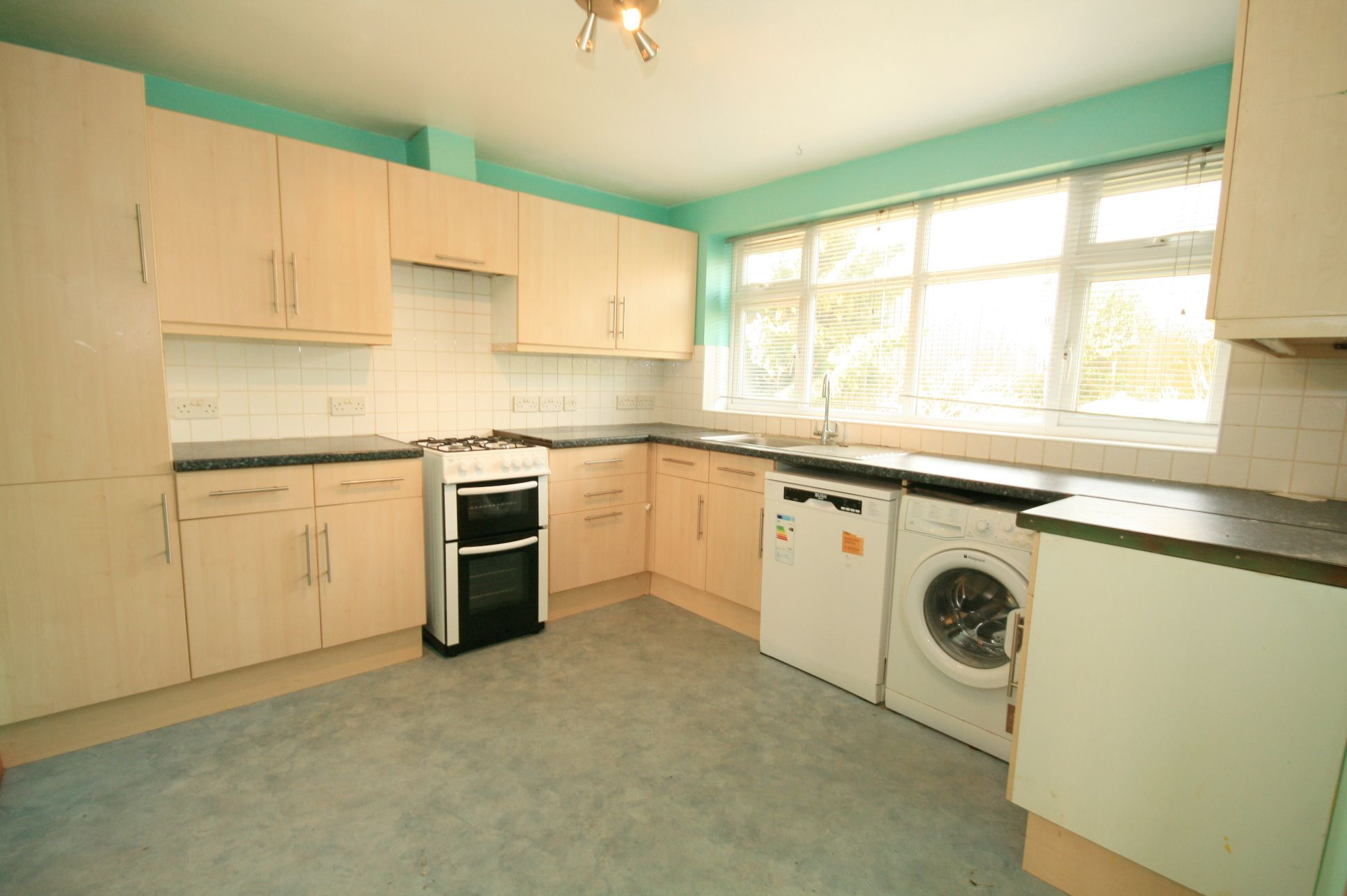 2 Bedroom Detached House To Rent - Photograph 4