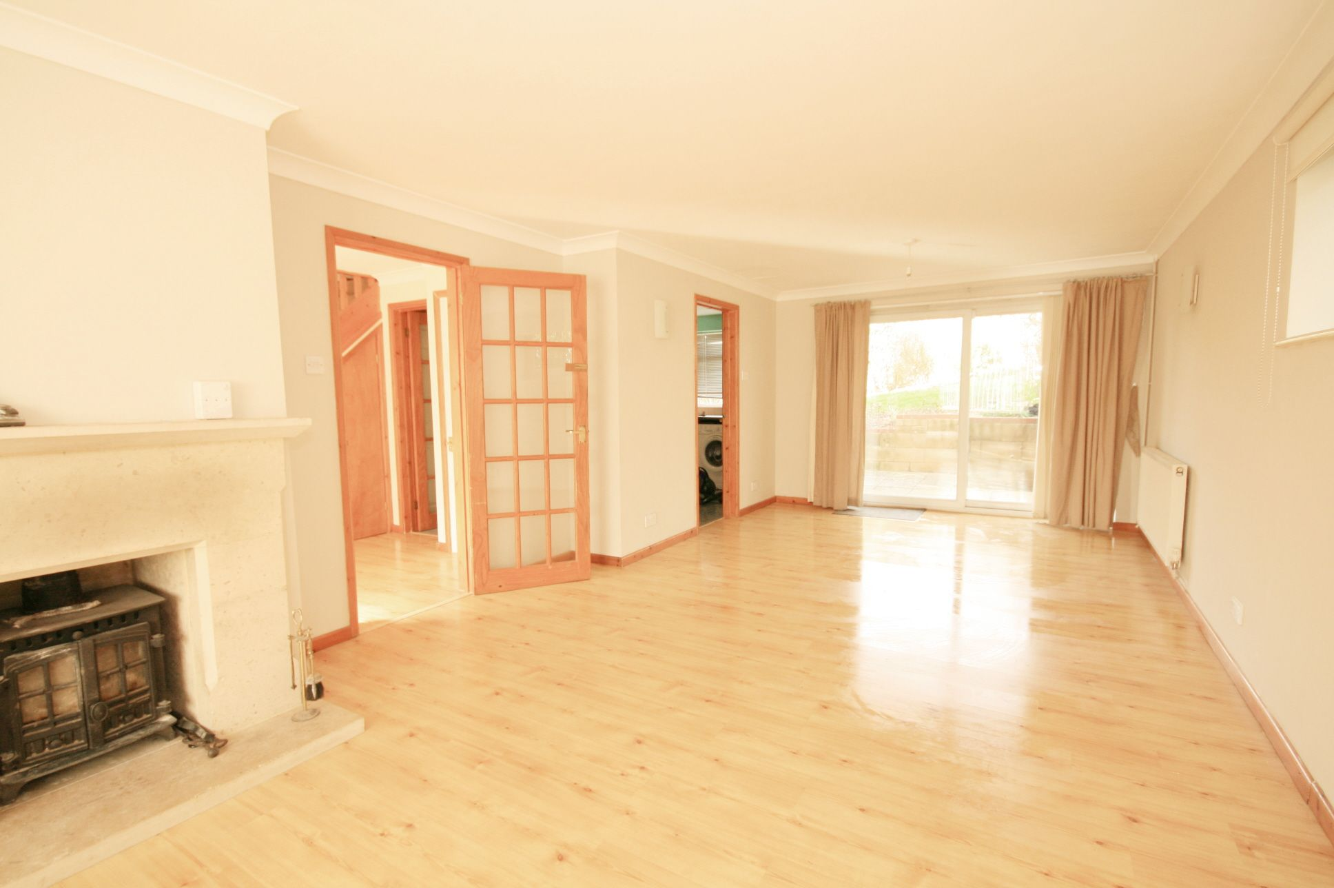 2 Bedroom Detached House To Rent - Photograph 3