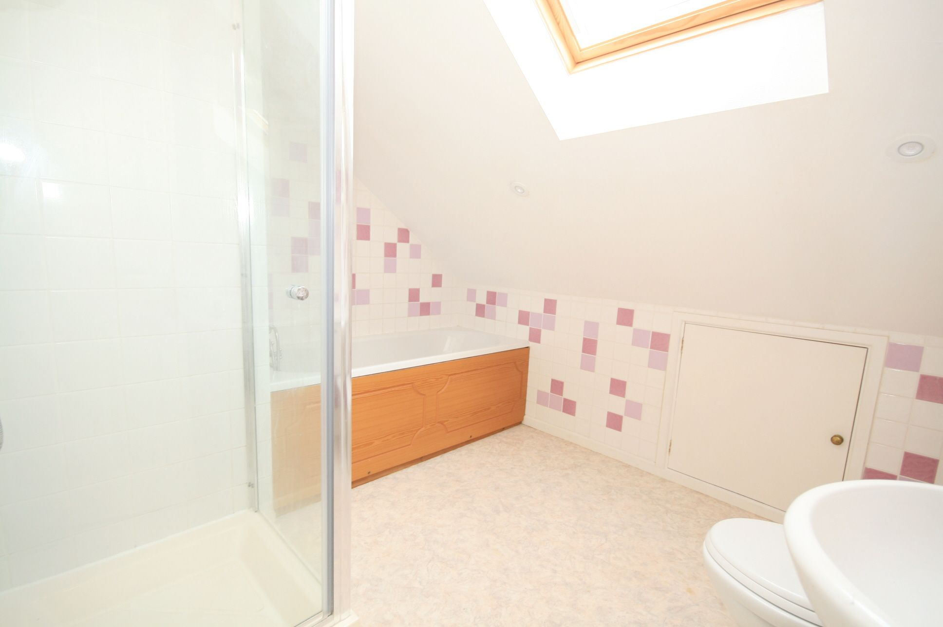 2 Bedroom Detached House To Rent - Photograph 7