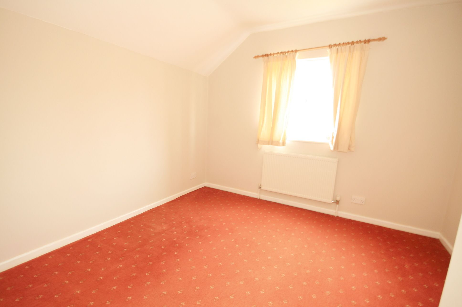 2 Bedroom Detached House To Rent - Photograph 6