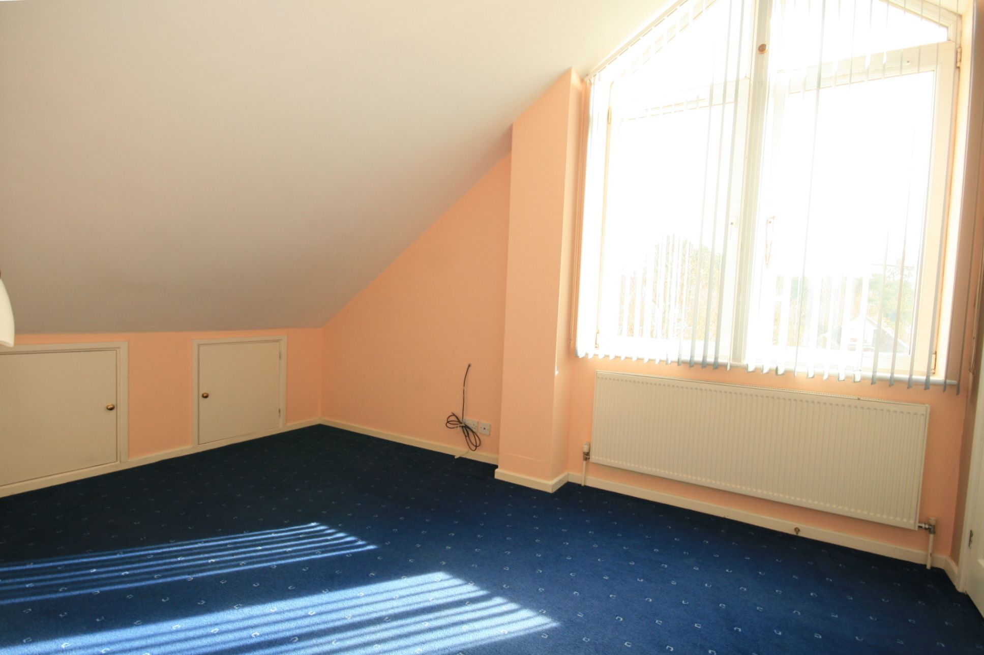 2 Bedroom Detached House To Rent - Photograph 5