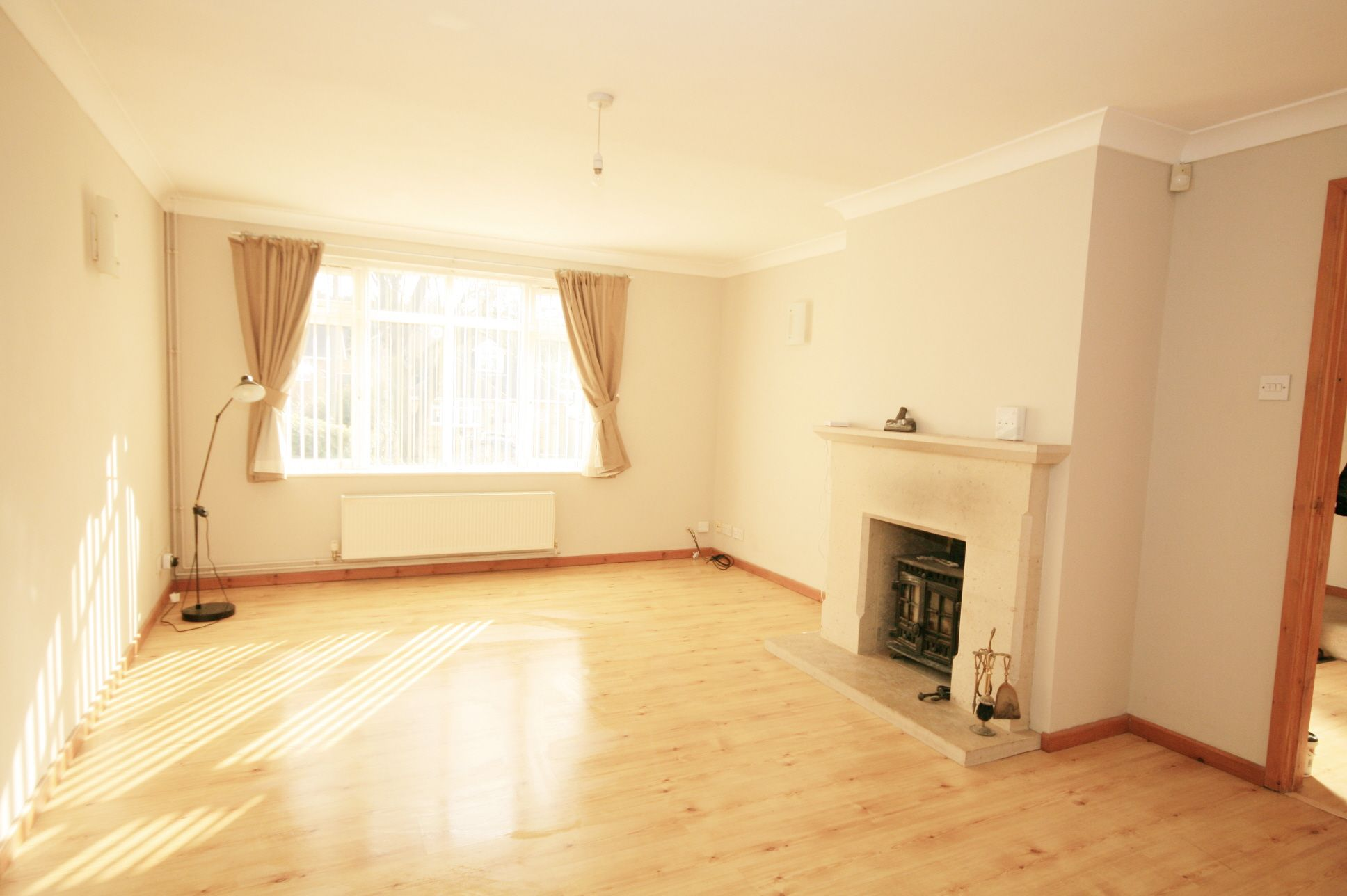2 Bedroom Detached House To Rent - Photograph 2