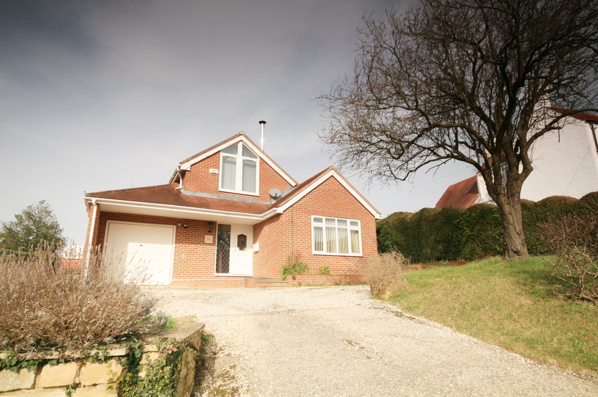 2 Bedroom Detached House To Rent - Photograph 1