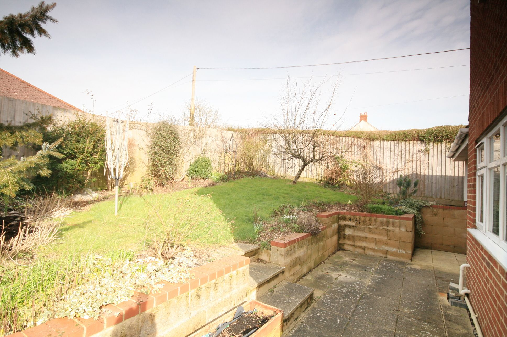 2 Bedroom Detached House To Rent - Photograph 8