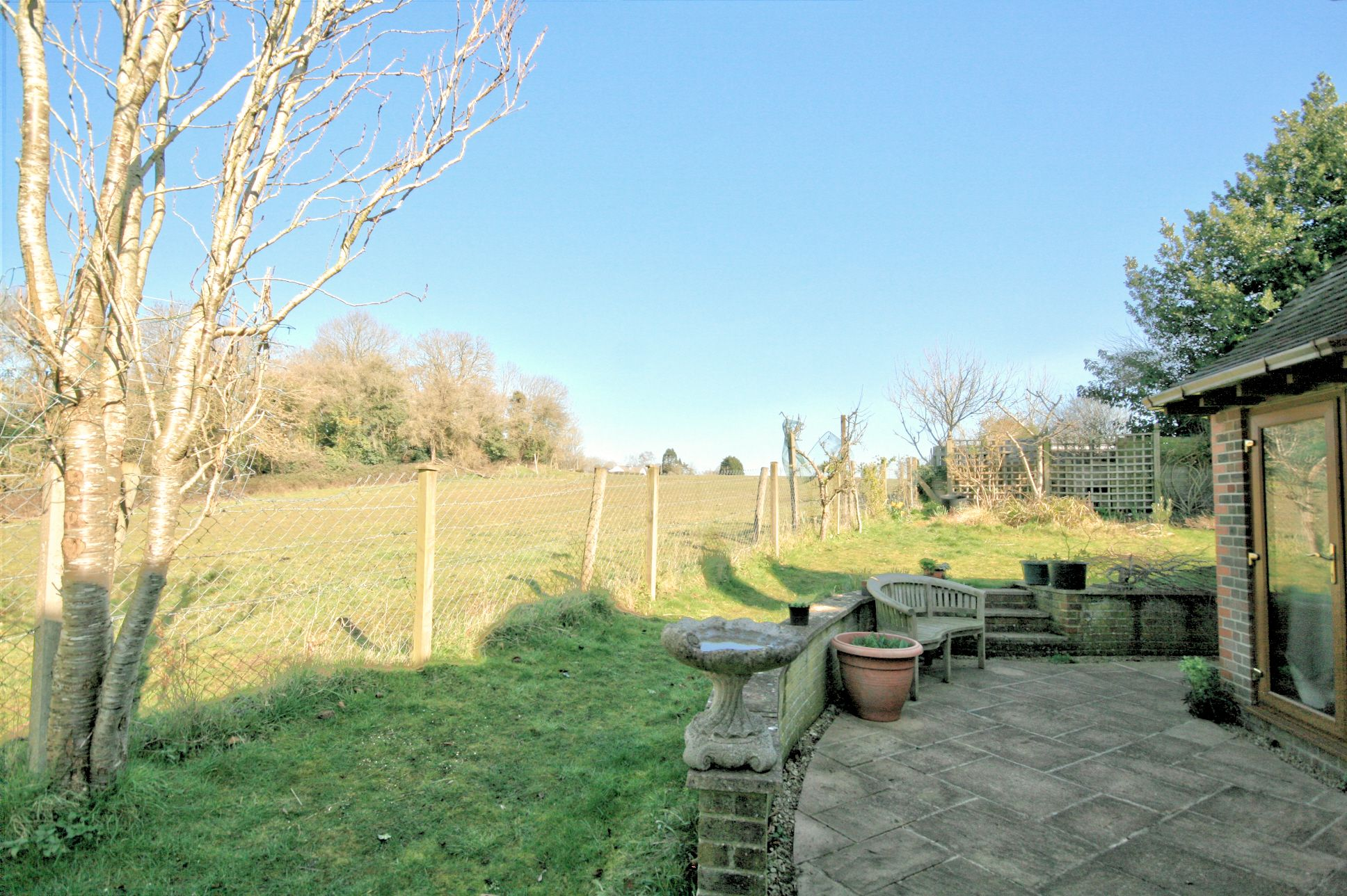 3 Bedroom Detached House For Sale - Photograph 4