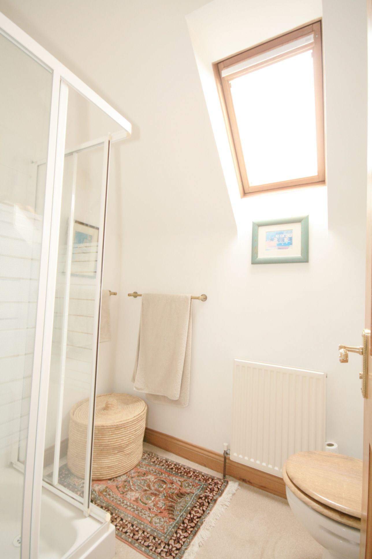 3 Bedroom Detached House For Sale - Photograph 12