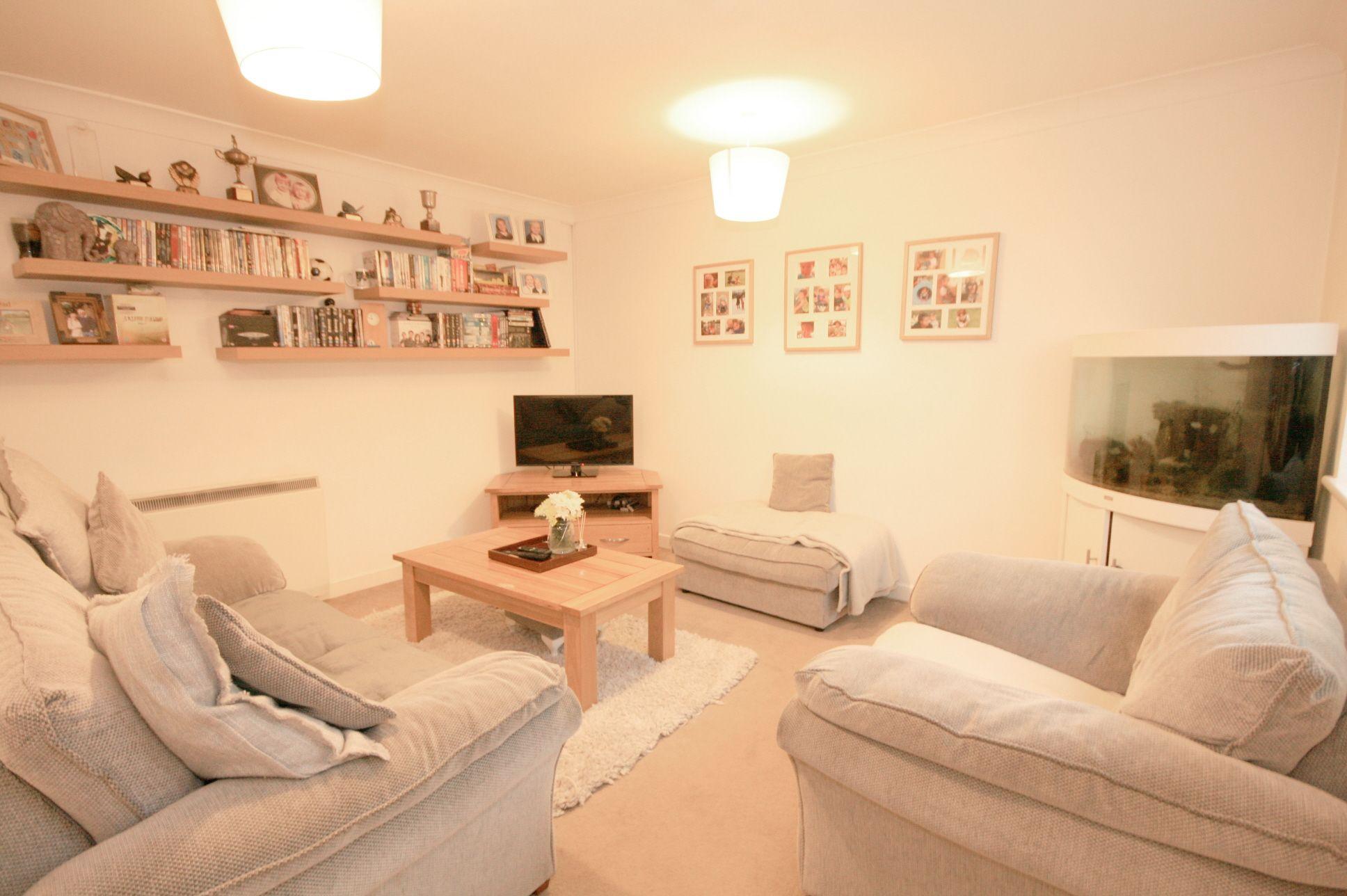 2 Bedroom Maisonette Flat/apartment For Sale - Photograph 2