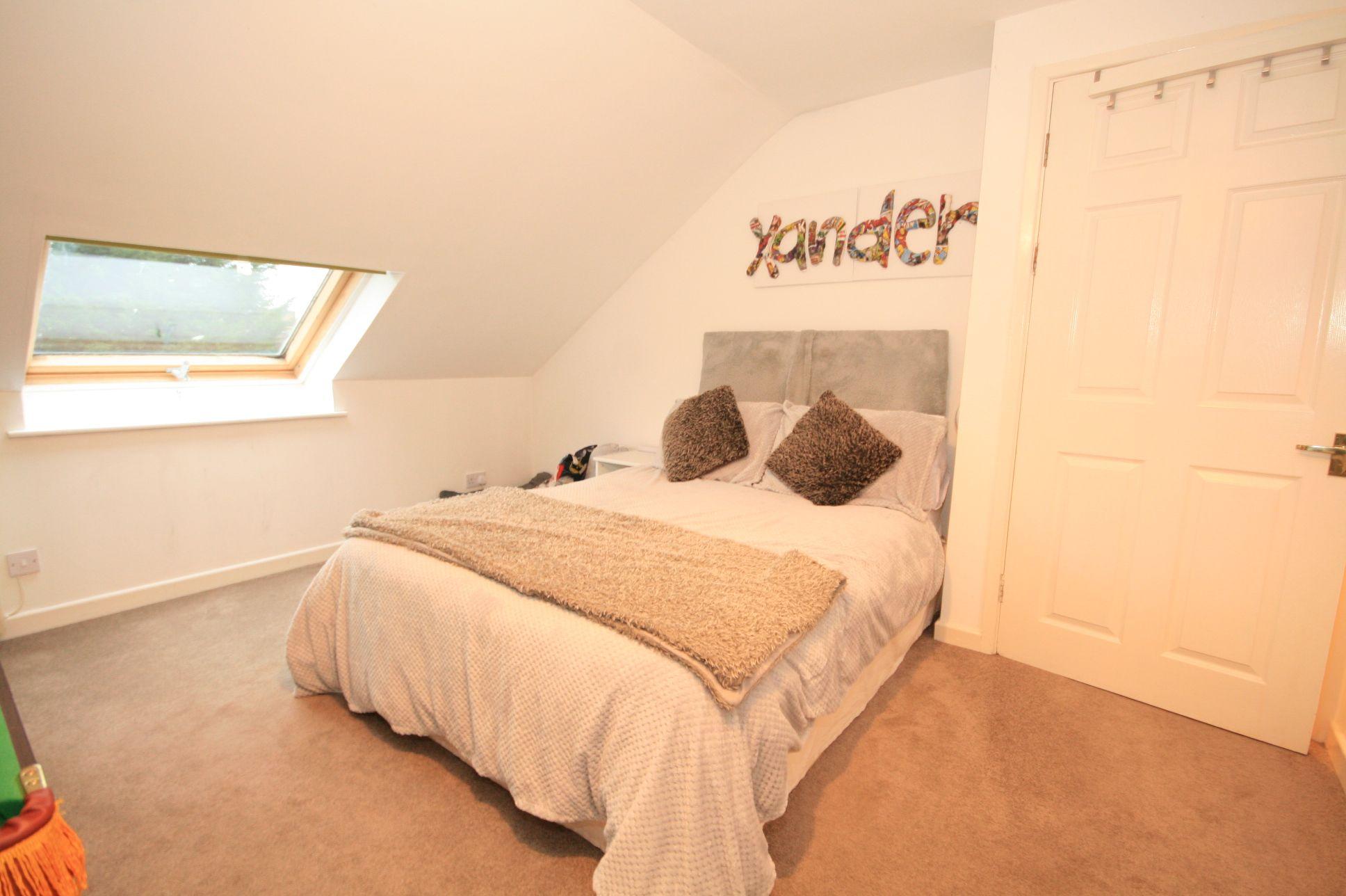 2 Bedroom Maisonette Flat/apartment For Sale - Photograph 6