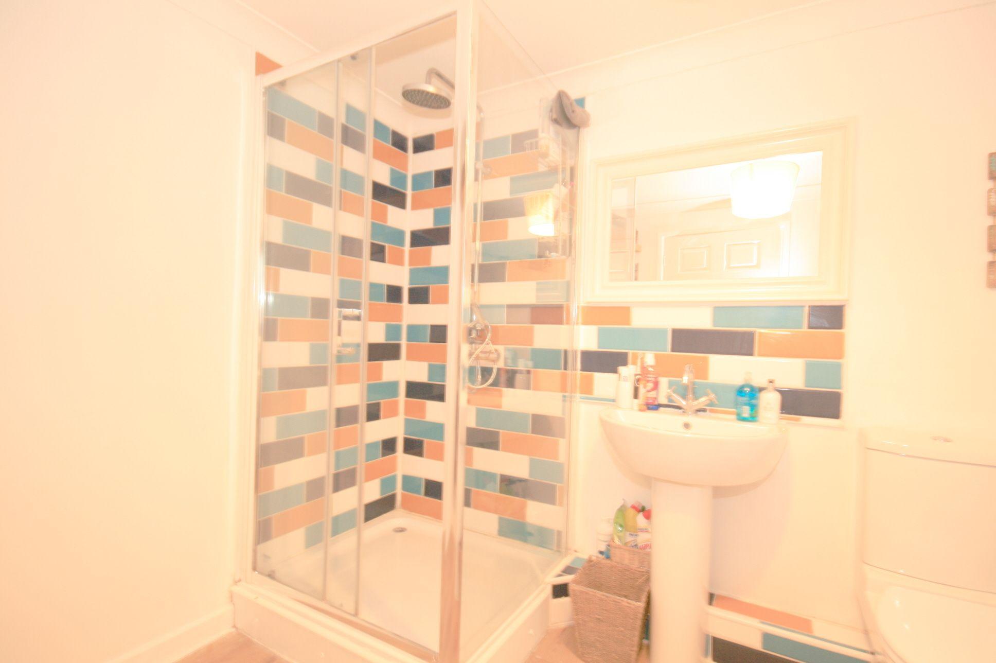 2 Bedroom Maisonette Flat/apartment For Sale - Photograph 5