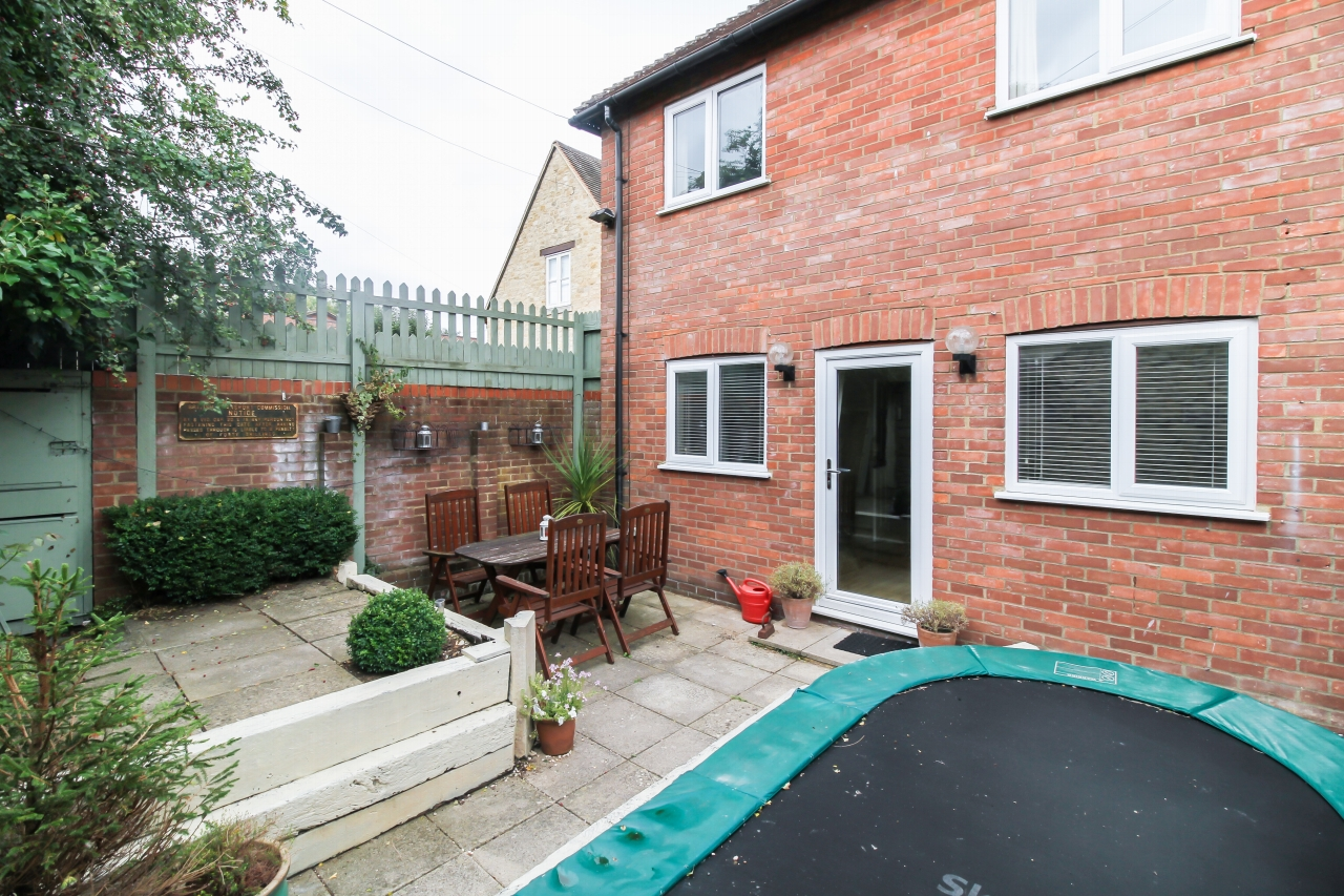 4 Bedroom End Terraced House For Sale - Photograph 8