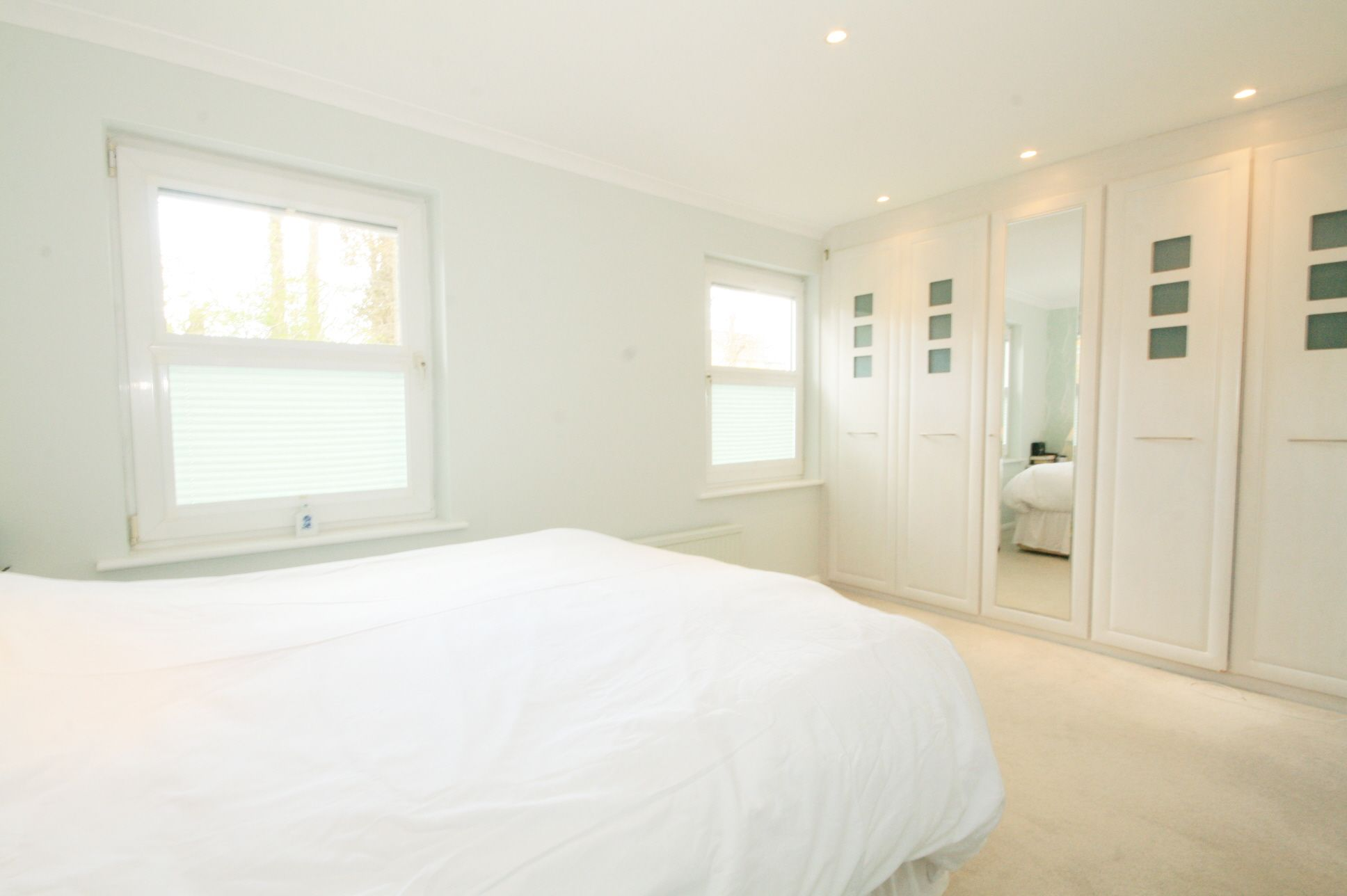 5 Bedroom Semi-detached House For Sale - Photograph 5