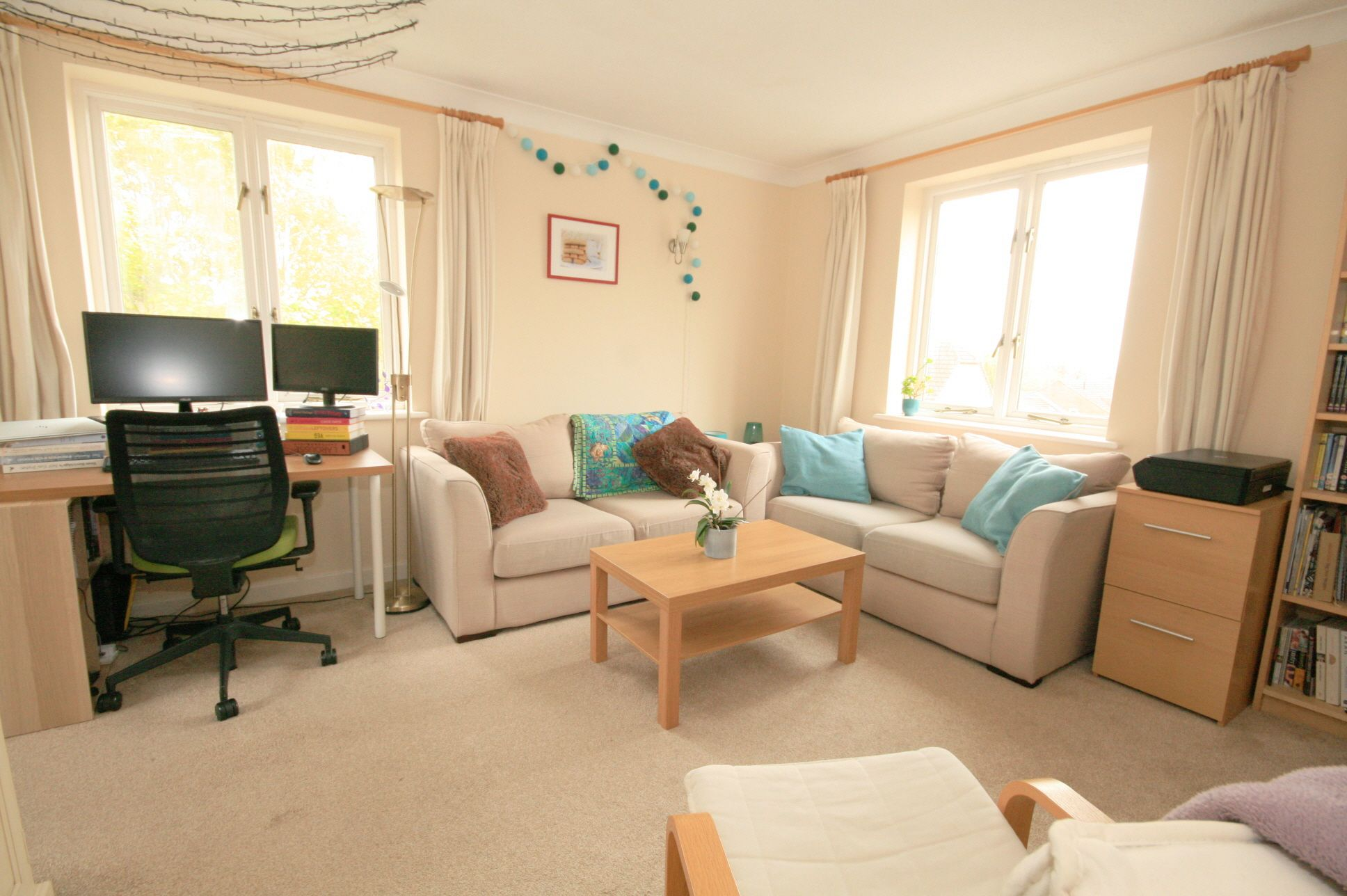 1 Bedroom Apartment Flat/apartment For Sale - Photograph 2