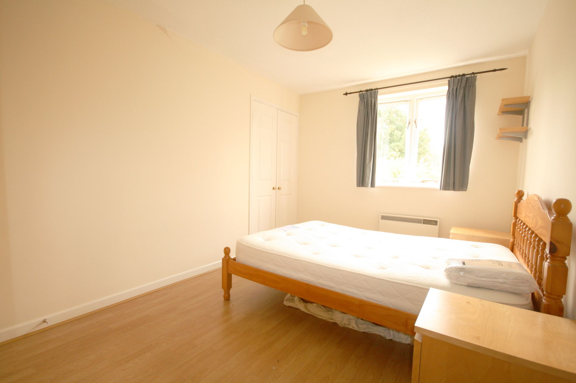 1 Bedroom Apartment Flat/apartment For Sale - Photograph 4