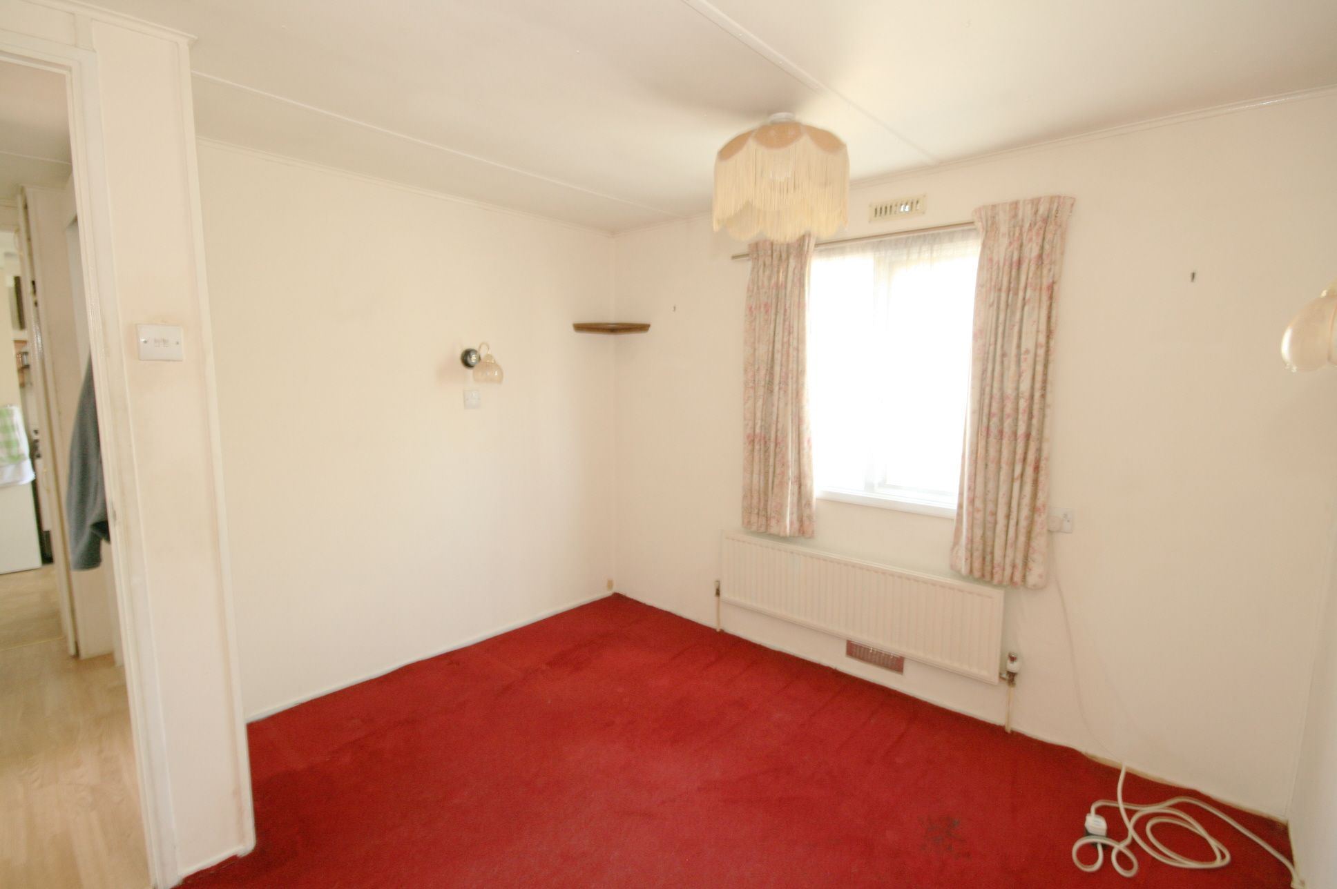 2 Bedroom Park Home House For Sale - Photograph 5