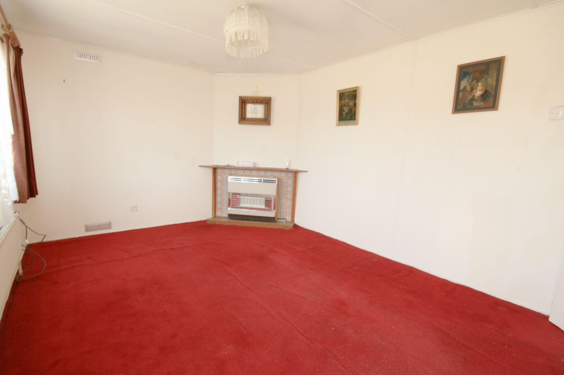 2 Bedroom Park Home House For Sale - Photograph 2