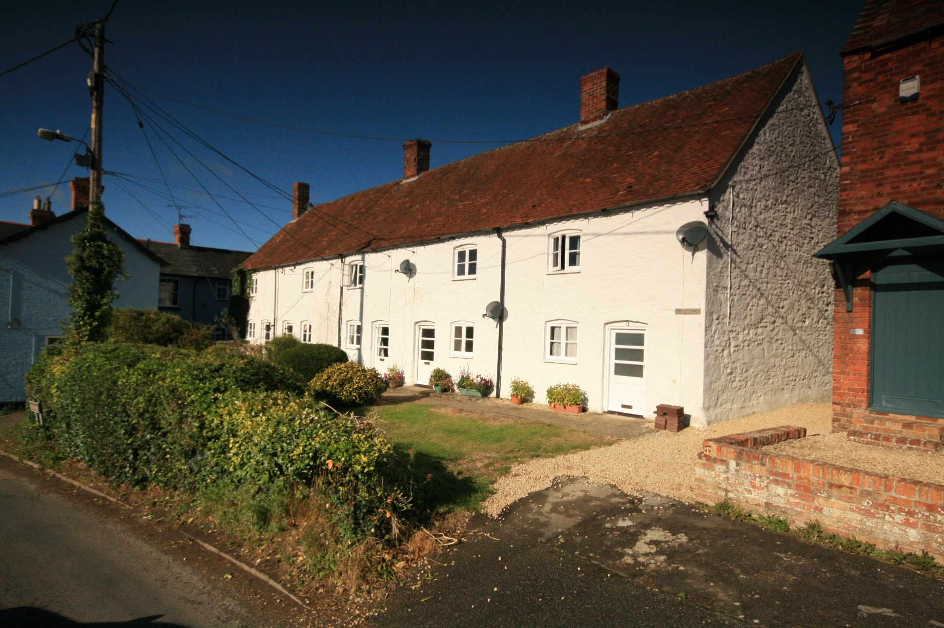 2 Bedroom Cottage House To Rent - Photograph 1