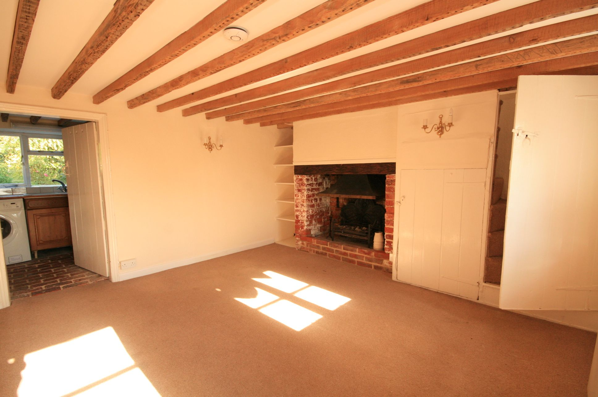 2 Bedroom Cottage House To Rent - Photograph 2