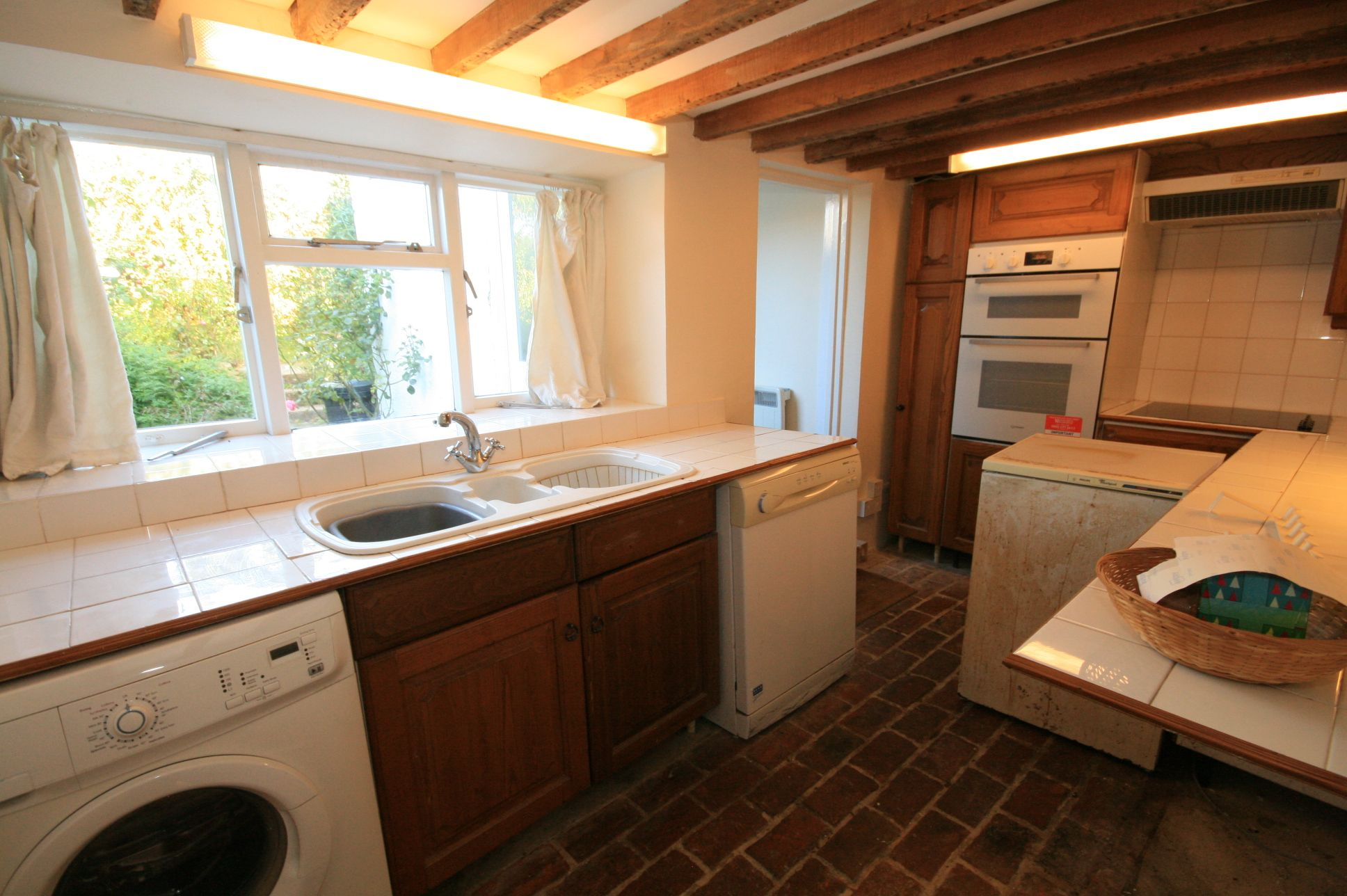 2 Bedroom Cottage House To Rent - Photograph 3