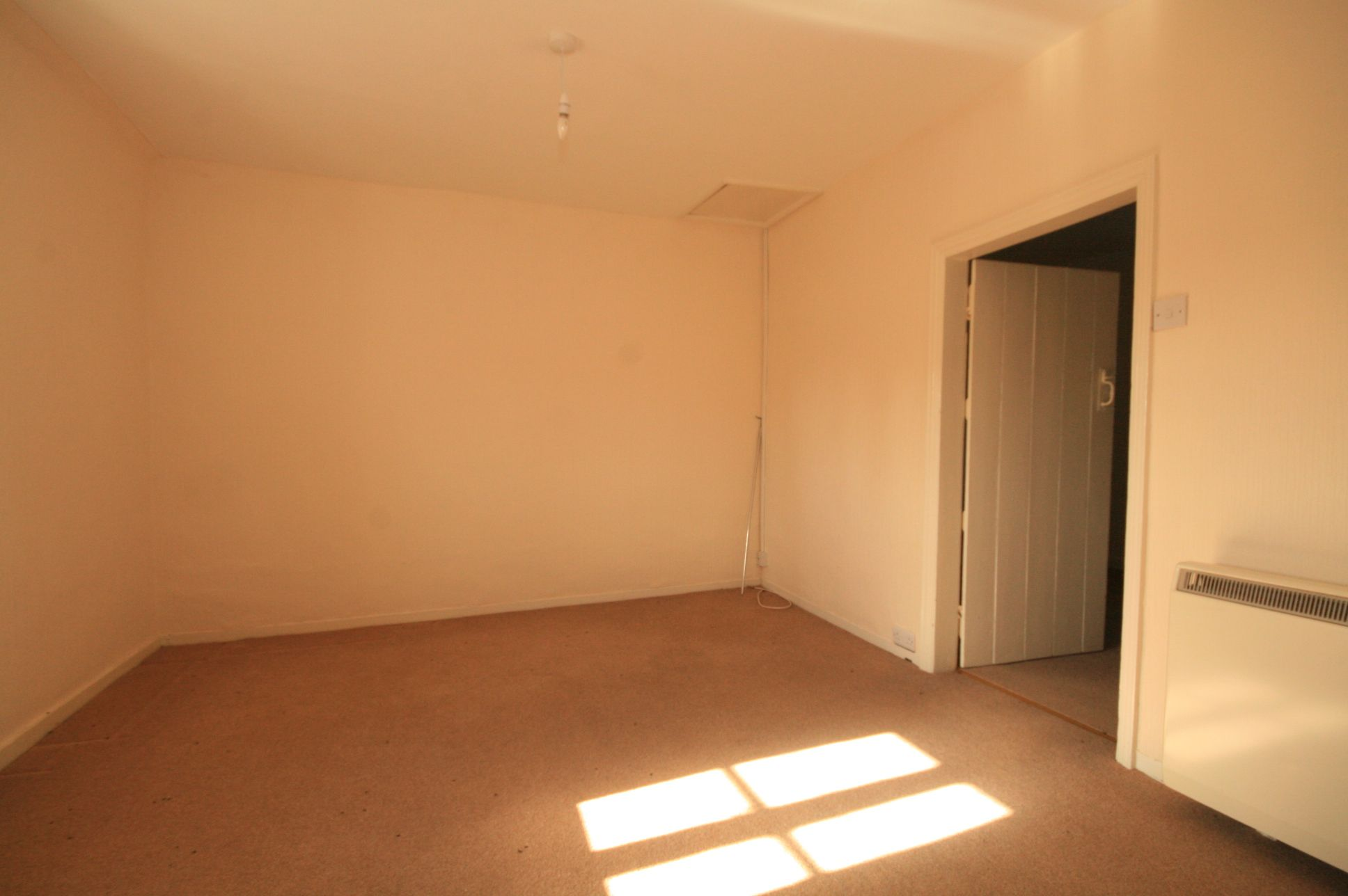 2 Bedroom Cottage House To Rent - Photograph 5