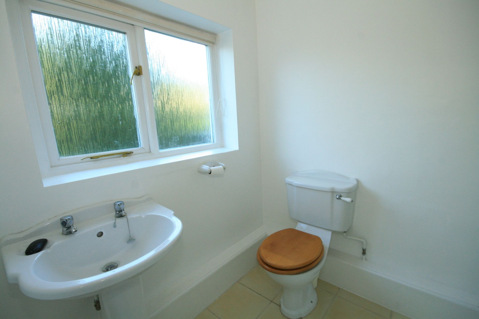 2 Bedroom Cottage House To Rent - Photograph 4