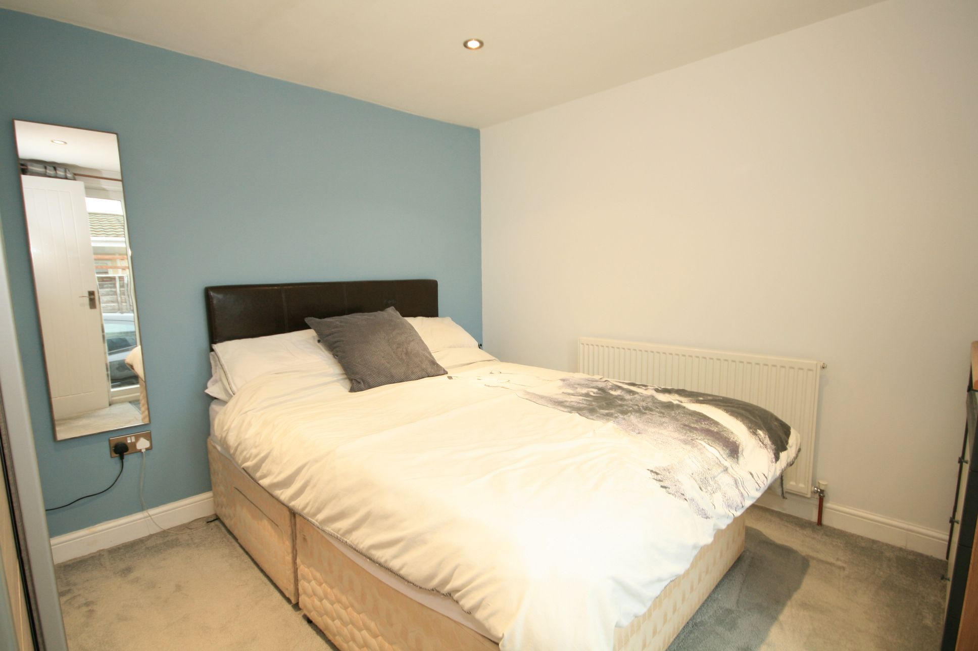 2 Bedroom Park Home House For Sale - Photograph 4