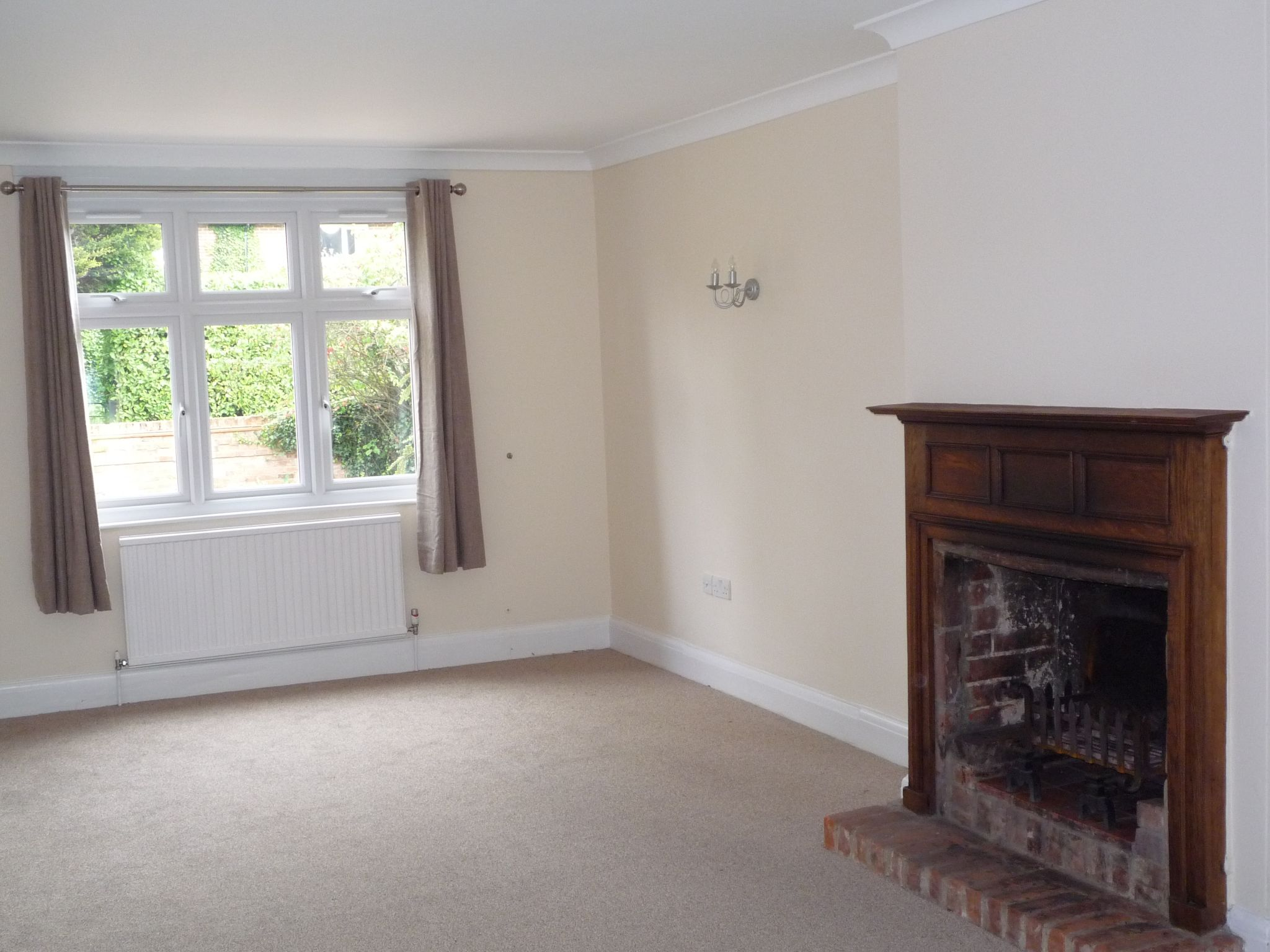 4 Bedroom Detached House To Rent - Photograph 6