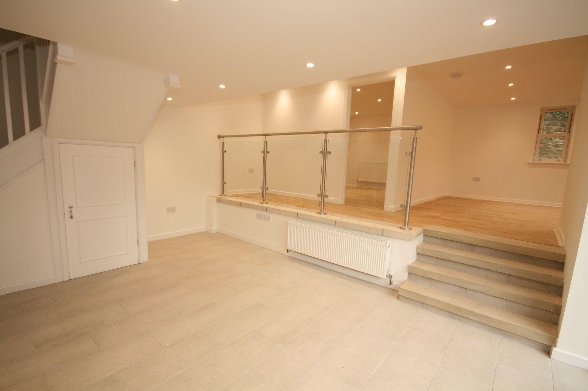 3 Bedroom Cottage House For Sale - Entrance hall