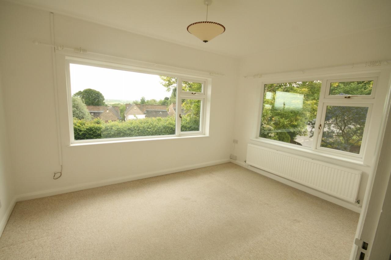 2 Bedroom Detached Bungalow To Rent - Photograph 2