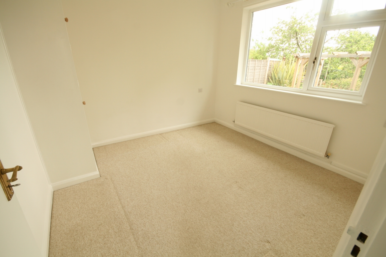 2 Bedroom Detached Bungalow To Rent - Photograph 8