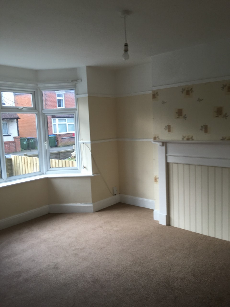3 bedroom semi-detached house Reserved in Southampton - Photograph 3