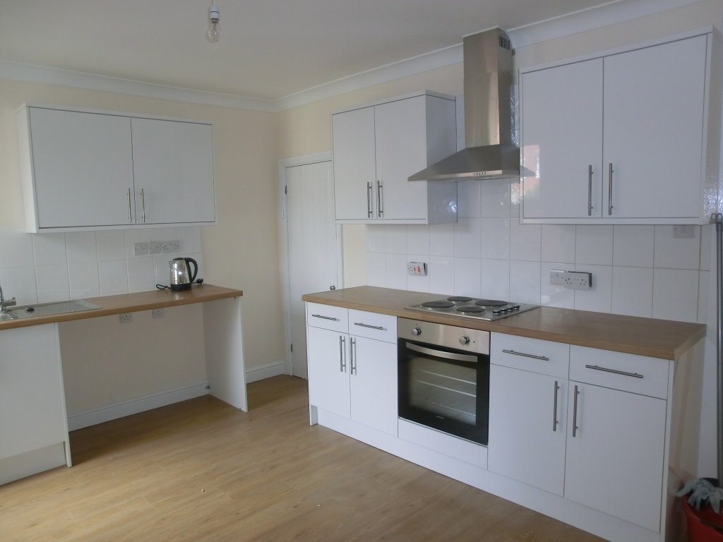 2 bedroom mid terraced house To Let in Southampton - Property photograph