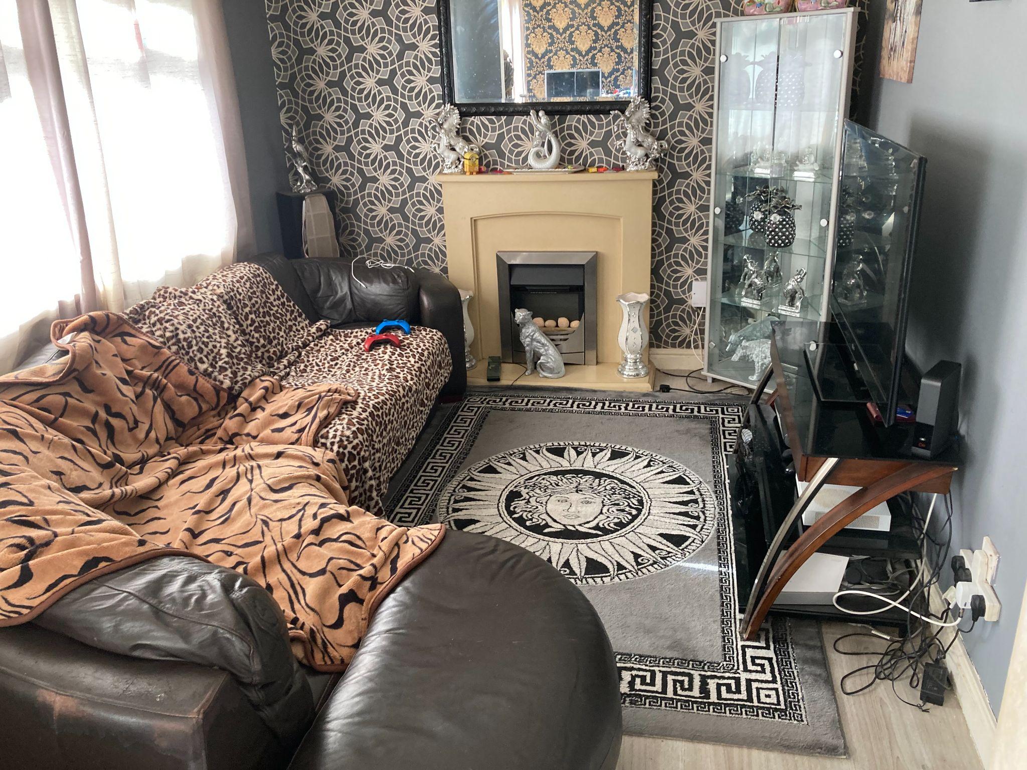 3 bedroom detached house Sale Agreed in Bishop Auckland - Lounge.