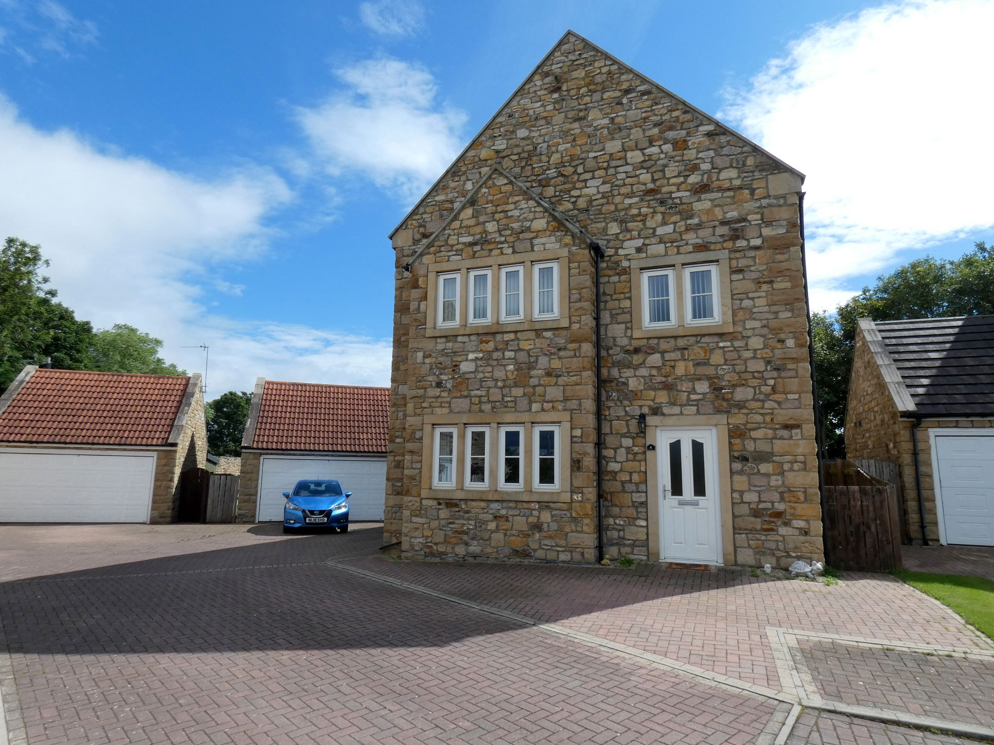 6 bedroom detached house For Sale in Bishop Auckland - Front Elevation.