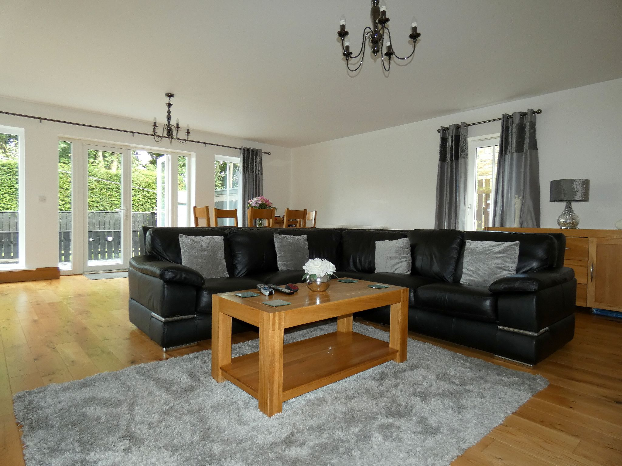 6 bedroom detached house For Sale in Bishop Auckland - Lounge.
