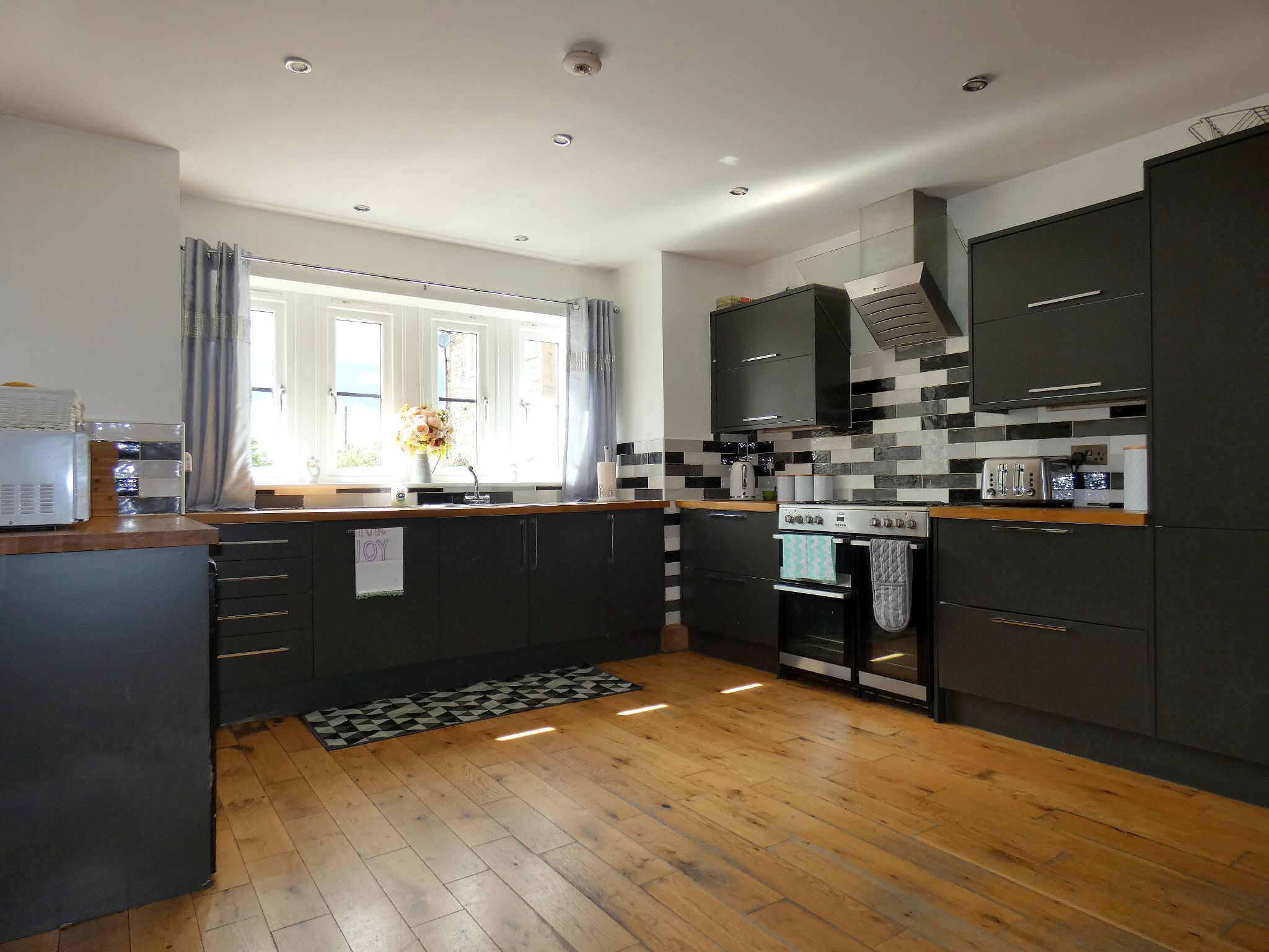 6 bedroom detached house For Sale in Bishop Auckland - Kitchen Diner.
