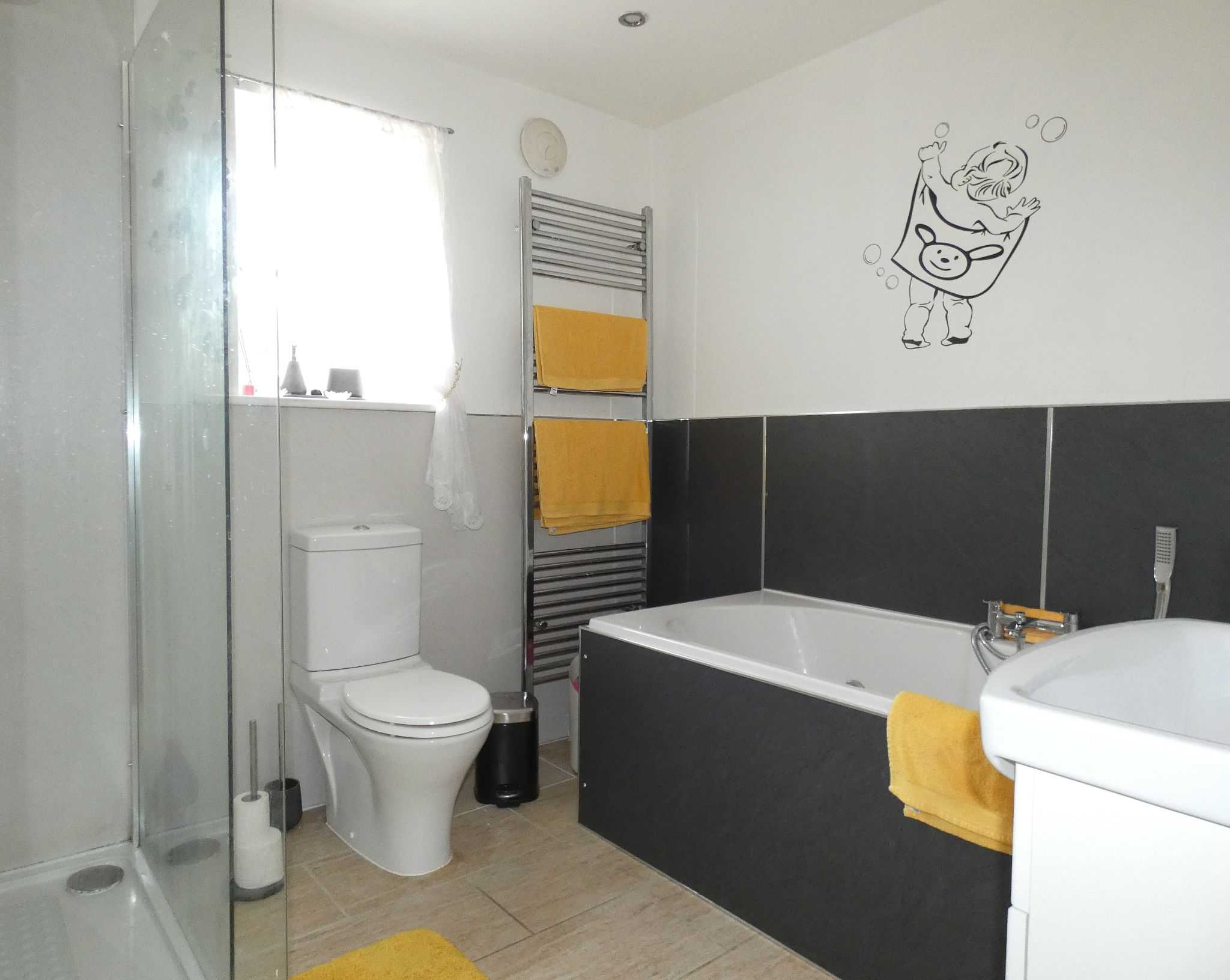 6 bedroom detached house For Sale in Bishop Auckland - Family Bathroom.