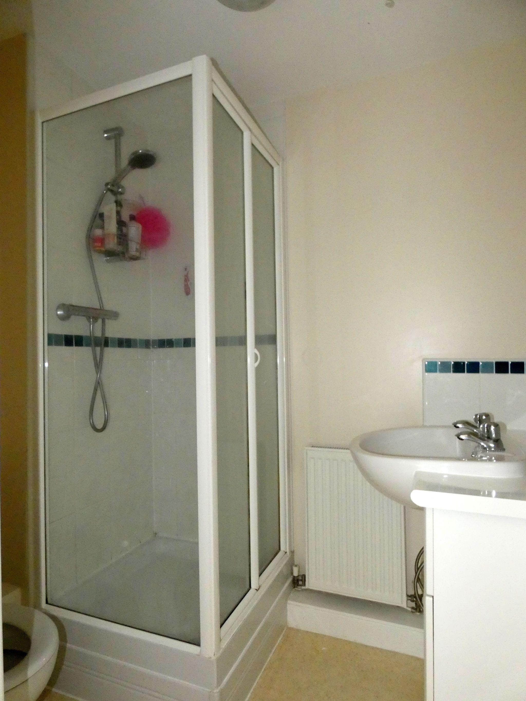 3 bedroom semi-detached house For Sale in Bishop Auckland - En Suite.